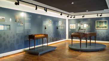 Ausstellungsbereich mit Klavieren der Haydn Kinder