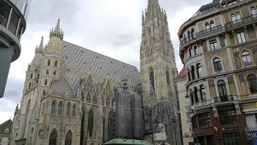 Großansicht des Kirchengebäudes