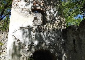 Turm einer alten Burgruine