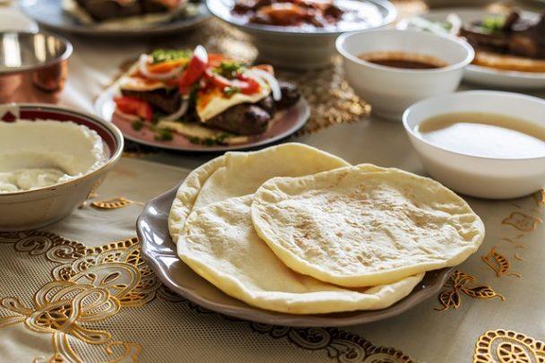 Fladenbrot und Halal-Essen