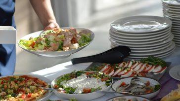Salatbuffet mit Mozarella