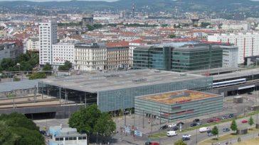Bahnhofsgebäude Wien Praterstern, vom Riesenrad aus gesehen.