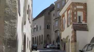 die Kremser Innenstadt mit historischen Gebäuden