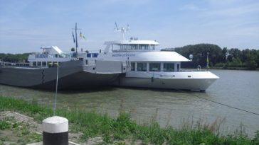 Schiff bei Endstation in Stein an der Donau