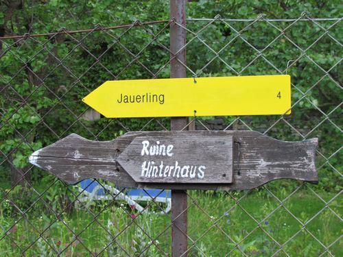 Schild für Wanderroute zum Jauerling