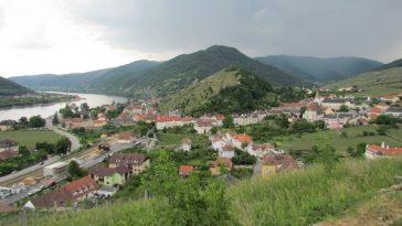 Blick auf Spitz an der Donau und Tausendeimerberg