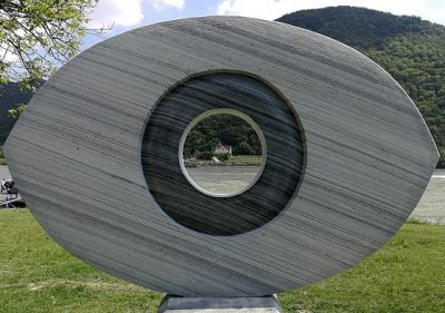 Blick durch das Wachauer Auge zur Wachauer Nase
