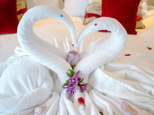 mit 2 Handtüchern wurde ein Herz geformt