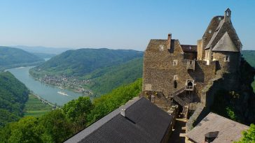 Blick von der Burgruine auf das Donautal Wachau