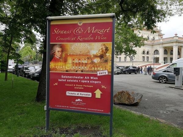 Hinweisschild betreffend Konzerte im Kursalon Wien