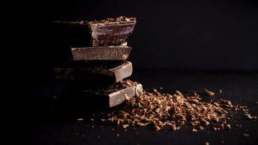 dunkle Schokolade in Stücken