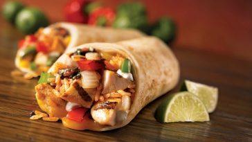 gefüllter Burrito im mexikanischen Restaurant